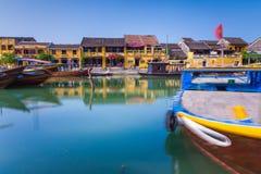 La riva del fiume della città antica di Hoi An, Vietnam Immagine Stock