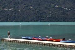 La riva del lago Bourget - Aix-les-Bains - Francia immagini stock
