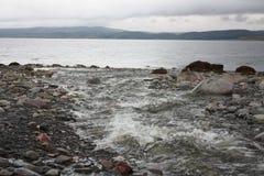 La riva triste del mare ghiacciato immagine stock