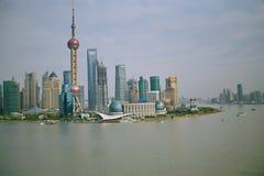 La rive de la rivière de Whampoa à Changhaï photographie stock libre de droits