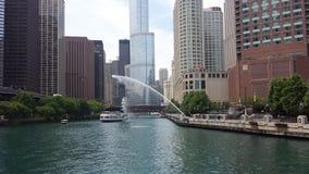 La rivière Chicago avec le courant de l'eau photo libre de droits