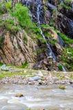 La rivière dans la montagne Photographie stock libre de droits