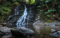 La rivière de chasse tombe dans Nanaimo Photographie stock