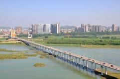 La rivière de Jialing dans Nanchong, Chine Photographie stock