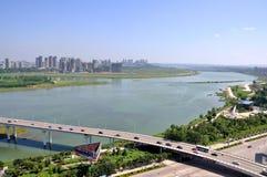 La rivière de Jialing dans Nanchong, Chine Image libre de droits