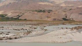 La rivière de Panj et les montagnes de Pamir, Panj est partie supérieure du fleuve Amu Darya Frontière de vue panoramique, de Tad banque de vidéos