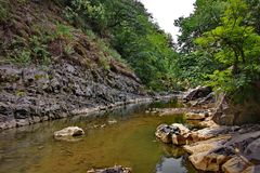 La rivière de Vilasha avec de beaux rivages Photographie stock libre de droits