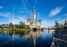 La rivière de Yarra et le southbank du CBD de Melbourne Images stock