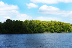 La rivière et le ciel Photographie stock