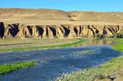 La rivière Kura en automne tôt, la Géorgie Photo stock