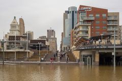 La rivière Ohio inondant 2018 à Cincinnati du centre photo stock