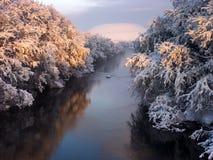 La rivière pendant l'hiver photo stock