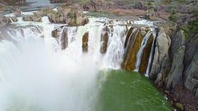 La rivière Snake large et sauvage comme elle circule sur des automnes de Shoshone clips vidéos
