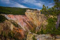 La rivière Yellowstone coule dans Grand Canyon Parc national de Yellowstone photo stock