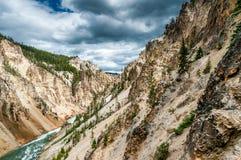 La rivière Yellowstone dans le canyon de Yellowstone photo stock