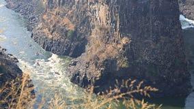 La rivière Zambesi sous Victoria Falls banque de vidéos