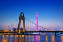 La rivière Zhujiang et bâtiment moderne de secteur financier à proche Images stock