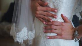 La robe de jeune mariée banque de vidéos