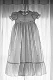 La robe de la chéri en noir et blanc Photo libre de droits