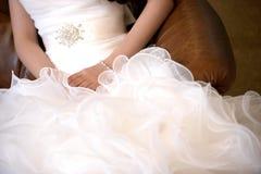 La robe de mariage de jeune mariée Photographie stock libre de droits