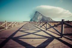 La roca de Gibraltar de la playa del La Linea, España fotos de archivo libres de regalías