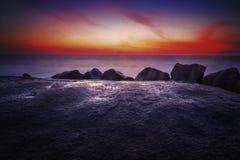 La roca de la puesta del sol Fotos de archivo