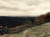 La roca de los toneleros pasa por alto imagen de archivo libre de regalías