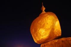 La roca de oro Foto de archivo libre de regalías