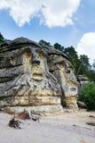 La roca de la piedra arenisca esculpe a las cabezas cerca de Zelizy, República Checa de los diablos Fotografía de archivo libre de regalías