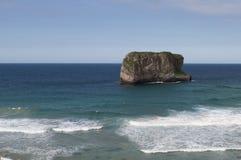 La roca y el mar Foto de archivo libre de regalías