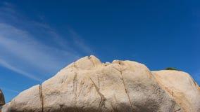 La roccia sulla costa Immagine Stock