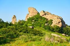 La roche énorme sur le flanc de coteau Photos libres de droits