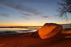 La roche célèbre de la ville de la roche blanche au coucher du soleil Images libres de droits