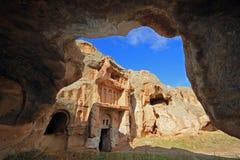 La roche a coupé l'église par une caverne dans Aciksaray, Cappadocia image libre de droits