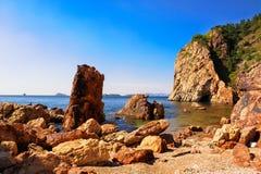 La roche de bord de la mer Photos stock