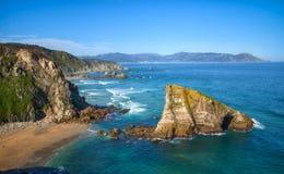 La roche de Coitelo sur les falaises de Loiba Photo libre de droits