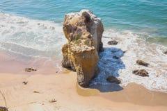 La roche de plage Images libres de droits