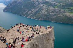 La roche de pupitre dans la région de Stavanger en Norvège photographie stock libre de droits
