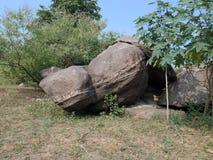 La roche a donné au fond une consistance rugueuse, paysage de nature photo stock