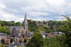 La Roche en die Ardennen - 20. September: Panoramablick der Stadt und des mittelalterlichen Schlosses Stockbilder