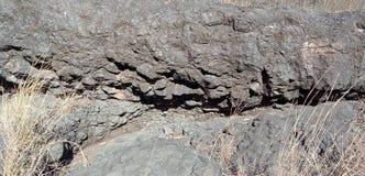 La roche ou la montagne noire avec la nature de texture aménage le fond en parc de l'Inde de lakhnadon, photo prise en février 20 image libre de droits