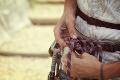 la roche s'élevante de noeuds ropes deux Image stock