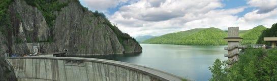 La Romania - diga sopra sul fiume di ArgeÅŸ immagine stock libera da diritti