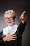 La ropa de la monja del hombre que lleva divertido Imagen de archivo libre de regalías