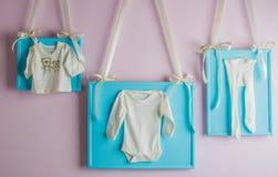 La ropa de los pequeños niños Foto de archivo