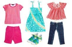 La ropa del niño del verano aislada en blanco Imagenes de archivo