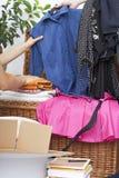 La ropa junta las piezas del embalaje Fotos de archivo