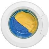 La ropa limpia de la puerta de la lavadora amarillea el azul Imágenes de archivo libres de regalías