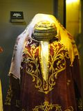 La ropa restante de las mujeres a la hora del otomano foto de archivo