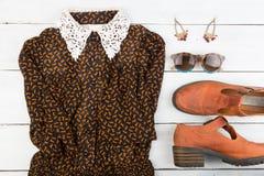 La ropa y accesorios - vestido, zapatos, pendientes y gl de las mujeres Fotos de archivo libres de regalías